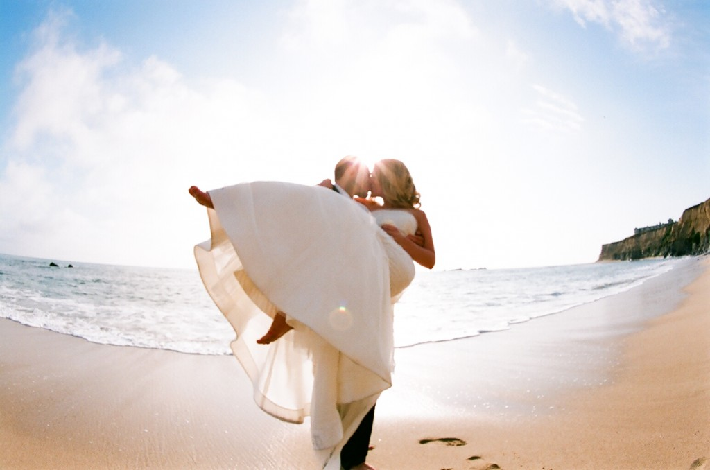 Beach weddings perfect couples to with in sand There isn 39t better get in on